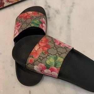 Authentic Women's Gucci Pusuit GG Blooms Slides.